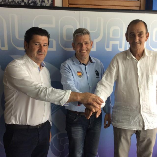 EL CD ALCOYANO FIRMA UN CONVENIO CON EL BENIARRÉS CF