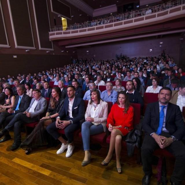 NUTRIDA REPRESENTACIÓN DEL CD ALCOYANO EN LOS PREMIOS GOLSMEDIA 2016